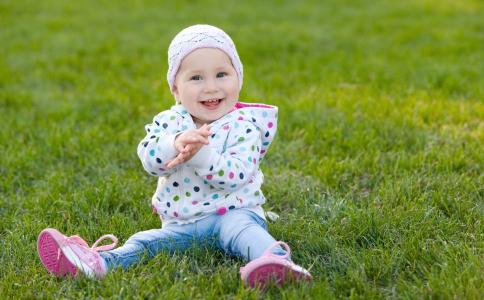 宝宝刚出生要做什么检查 刚出生的宝宝要做哪些检查 宝宝刚出生能做什么检查