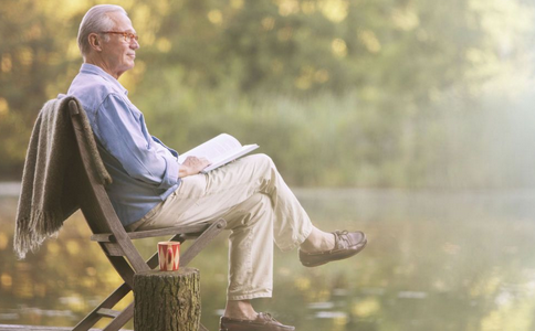 老人高血压吃什么早餐 老人有高血压怎么吃早餐 有高血压的老人怎么吃早餐
