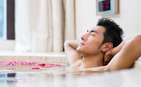 为什么泡温泉会影响男人生育力 男人吃什么提高生育力 男人该怎么提高生育力