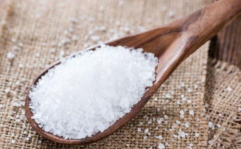 买盐过期状告超市 过期盐有危害吗 食用过期盐有危害吗