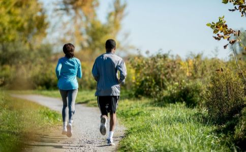 跑步有哪些益处 初跑者一周跑几次最好 如何提升跑步频率