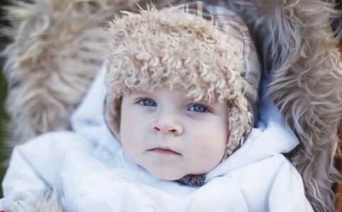 蒙被综合征是什么 冬季降温宝宝怎么穿衣服 冬季降温如何预防蒙被综合征
