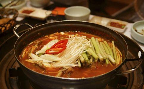 冬季吃火锅上火怎么办 吃什么食物降火 冬季经常吃火锅好吗