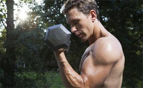 哑铃练习手臂肌肉 哑铃如何练手臂肌肉 哑铃练手臂肌肉方法