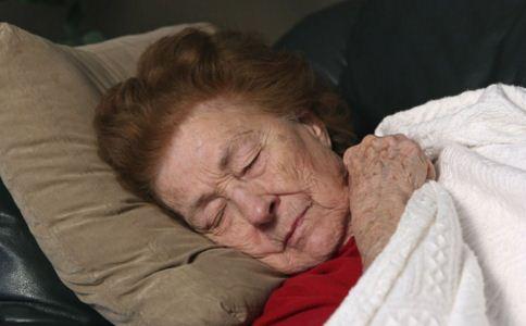 怎么预防老年斑 如何预防老年斑 为什么会有老年斑