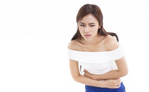 女子腹部剧痛难忍 鱼刺卡喉如何处理 鱼刺卡喉的处理方法