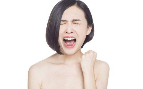女人经常出汗怎么办 女人常生气危害大 女人常出汗的原因