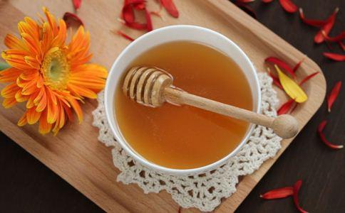 女人如何保持年轻 女人年轻的秘诀 女人喝蜂蜜水的好处