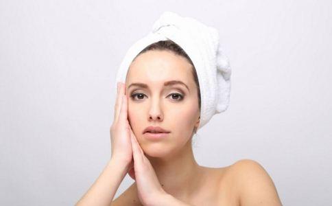 年轻人脱发严重怎么办 如何护肤 如何让头发浓密