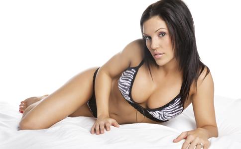 女生胸下垂怎么办 女生胸部下垂的原因 如何保养乳房