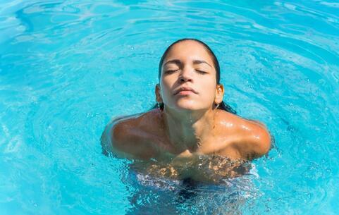 辣妈坚持冬泳20年 坚持冬泳20年 冬泳的好处