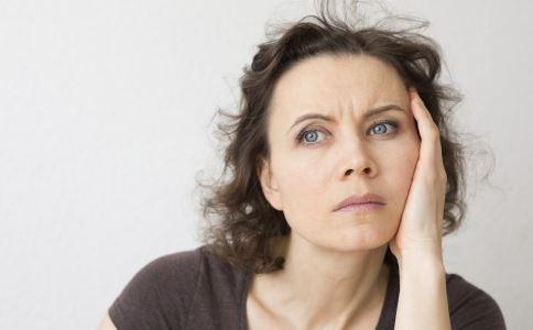 更年期失眠怎么办 女性更年期失眠如何食疗 女性更年期失眠吃什么好