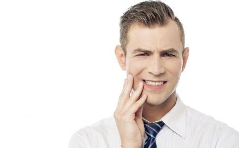 缓解口腔溃疡的方法 吃什么能缓解口腔溃疡 预防口腔溃疡的方法