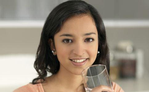 怎么喝水能养生 喝水的正确方法 喝水养生的方法