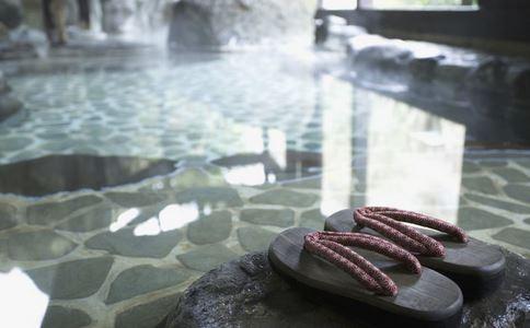 冬季泡温泉有什么好处 冬季泡温泉要注意什么 冬季泡温泉禁忌