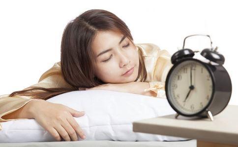 早上起床不能做的事情 早上起来要注意什么 早上起床不能做什么事情