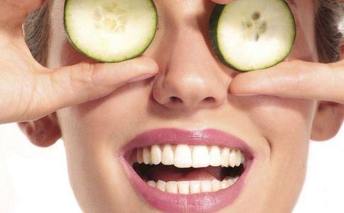 嘴唇干裂预防 嘴唇干裂如何预防 嘴唇干裂的预防方法