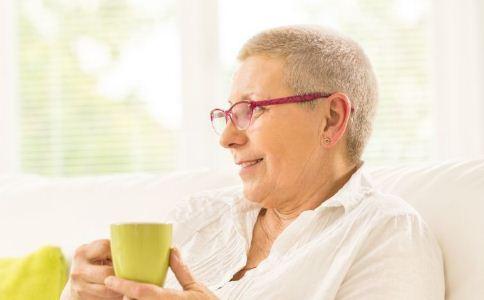 预防老年斑的方法 老年斑怎么预防 老年斑如何消除