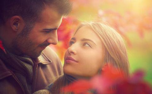 如何知道一个人是否爱你 怎么看出一个人是不是爱你 怎么知道一个人是不是爱你
