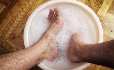 冬季泡脚能去湿气吗 试试这样做