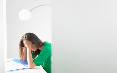 什么是经前期综合症 女性经前期综合症怎么办 经前期综合症有哪些症状