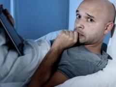通宵熬夜很伤肺 这些危害不可不重视