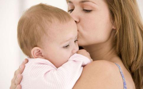 母乳宝宝几个月攒肚 宝宝几个月攒肚 宝宝攒肚期间该如何护理