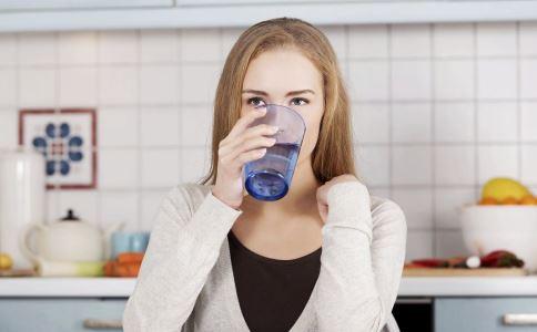 体检前能喝水吗 抽血体检前能喝水吗 早上体检前能喝水吗