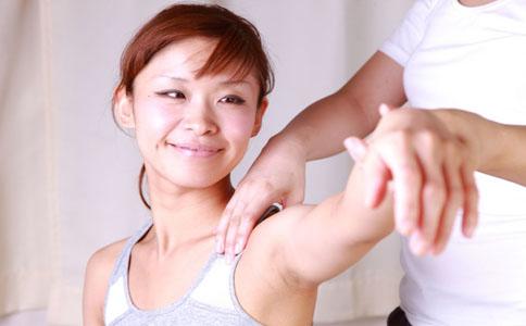 手臂粗怎么减 按摩可以瘦麒麟臂吗 按摩瘦麒麟臂的方法有哪些