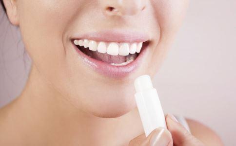冬季如何护理唇部 唇部有哪些护理方法 怎么让嘴唇滋润