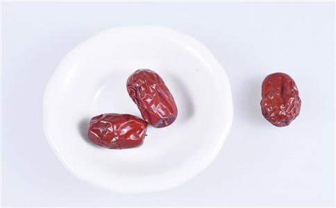 红枣有什么功效 怎么挑选好的红枣 红枣的功效