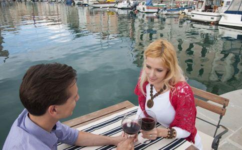 女人喝红酒好吗 女人喝红酒的好处 女性喝红酒有什么好处