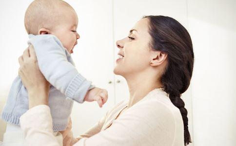 宝宝奶粉喂养 宝宝母乳喂养 宝宝喂养常识