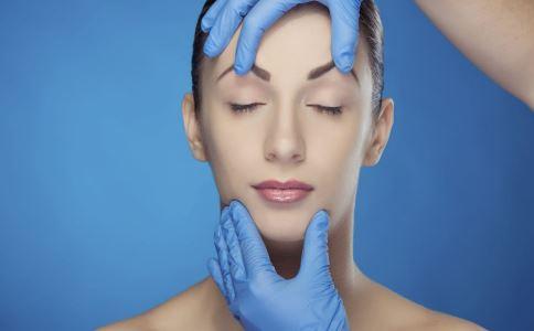 隆鼻后发现透光发白怎么回事 隆鼻后发现透光发白什么原因 隆鼻有什么后遗症