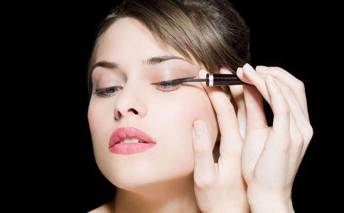 纹眼线有什么风险 如何避免纹眼线的风险 纹眼线的原则