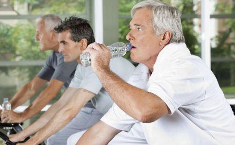 老人如何使用健身器材 老人怎么用健身器材 老人健身的注意事项