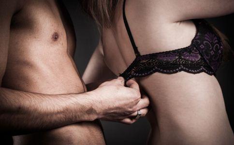 女性经期为什么性欲强 性欲强的原因 女人性欲强怎么办