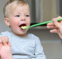 1岁以后宝宝怎么吃最好 妈妈一定要知道