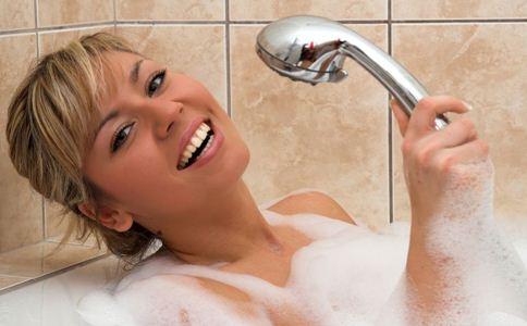 冬天洗澡注意什么 冬天早上洗澡好吗 冬季洗澡注意事项