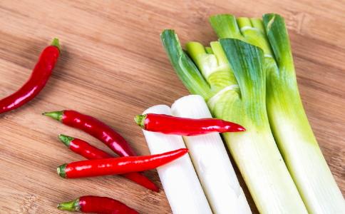 吃辣椒是减肥还是伤胃 吃辣椒可以减肥吗 吃辣椒会伤胃吗