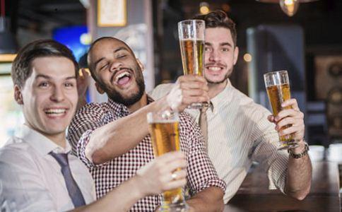 喝酒前吃什么防止醉倒 酒后该怎么解酒 怎么提高酒量