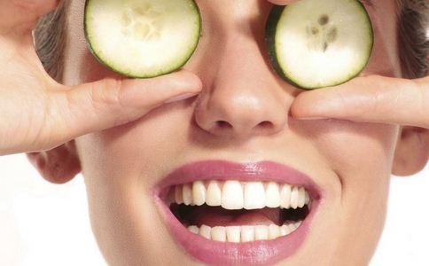 眼睛浮肿怎么办 眼睛浮肿如何治疗 眼睛浮肿怎么消肿