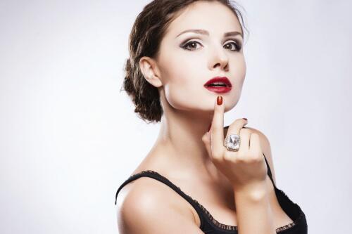 健康的唇色是什么颜色 异常唇色有哪几种 怎么看唇色是否健康