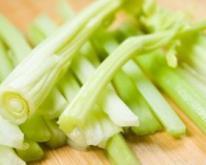鸡丝芹菜沙拉的做法 鸡丝芹菜沙拉 孕期食谱