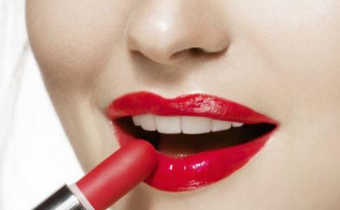 哪种肤色的女人适合红色口红 怎么挑选适合自己的口红 挑选口红适合的方法