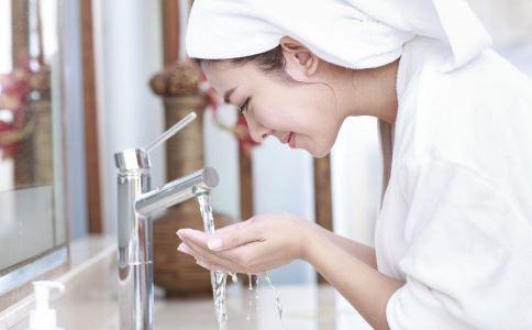 如何保养皮肤 洗脸时如何按摩 洗脸按摩美容方法