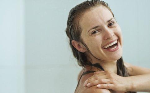 女性洗澡的注意事项 女人怎么洗澡好 女人如何洗澡能美容