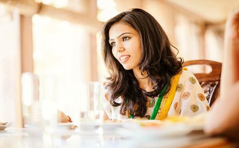 体内湿气太重该如何排出去 清除湿气的方法有哪些 除湿吃什么食物好