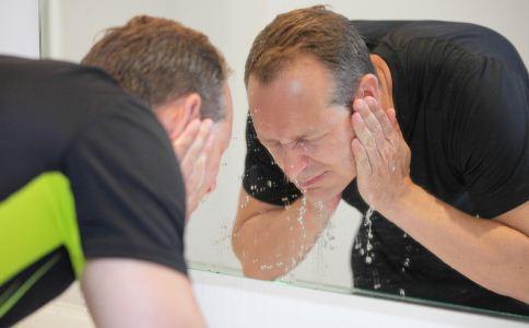 男人冬季该如何护肤 男人冬季怎么保养皮肤 冬天该怎么护肤