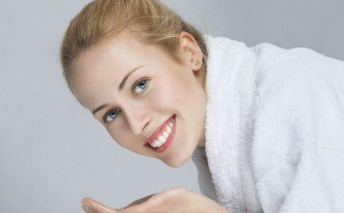 皮肤油怎么办 皮肤油腻怎么办 皮肤油该怎么办